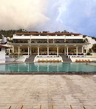 The vast pool & the exterior of Cinnamon Citadel Kandy