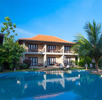 Beautiful exterior view with outdoor pool of Ranna212