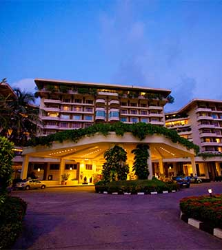 Picturesque view of the garden & the exterior of Taj Samudra