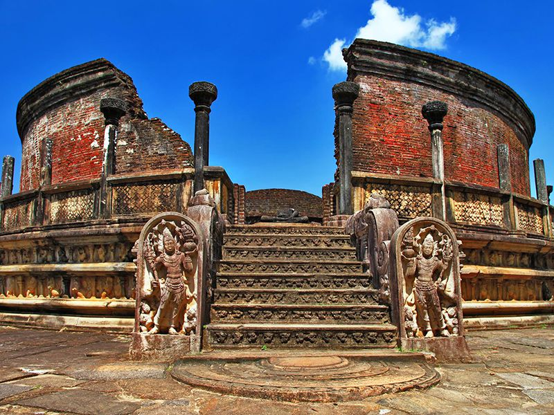 Discover the ruins of the Vatadage temple of the medieval city of Polonnaruwa