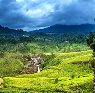 Breathtaking panoramic view of a waterfall in Sri Lanka